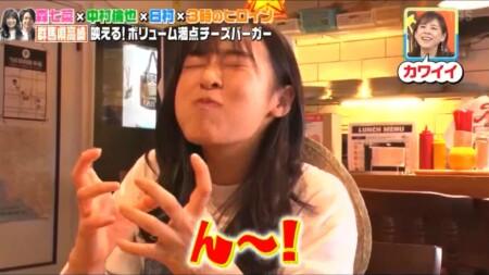 せっかくグルメ高崎編 エアーでハンバーガーを食べる森七菜