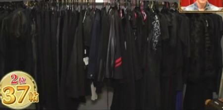 ダレノガレ明美の自宅 衣裳部屋のウォークインクローゼット 黒系コーナー