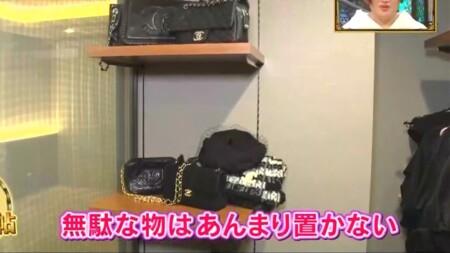 ダレノガレ明美の自宅 衣裳部屋のバッグ類