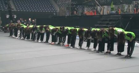 欅坂46『ラストライブ』裏側密着映像 緑のビブスで挨拶するメンバー