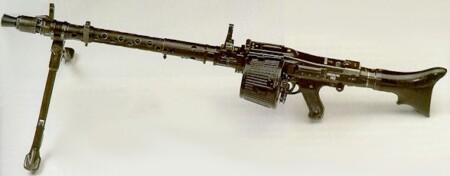 ルパン三世 カリオストロの城 ジョドーがルパンとオートジャイロを狙撃する際に使う銃はMG34