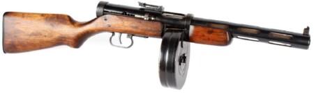 ルパン三世 カリオストロの城 冒頭のカーチェイスシーン クラリスの追手達の銃はPPD-40