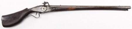 ルパン三世 カリオストロの城 壁にかかっている銃はホイールロック式マスケット銃