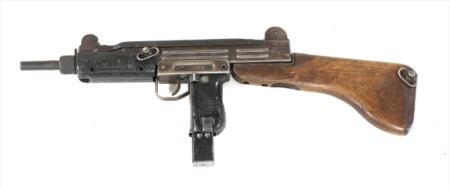 ルパン三世 カリオストロの城 峰不二子の銃はUZI ウージーの木製ストック付き