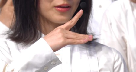 櫻坂46がベストアーティスト2020で披露した櫻ポーズ 改名前の欅ポーズ