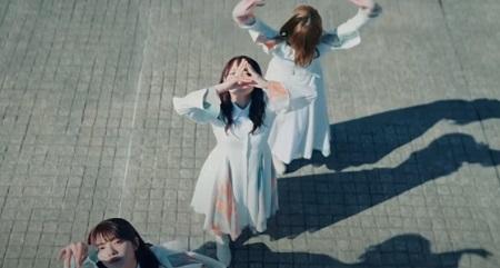櫻坂46 2ndシングル『BAN』の櫻ポーズ 両手バージョン