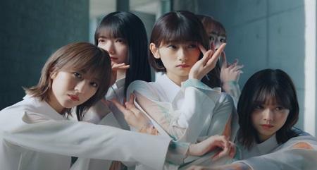 櫻坂46 2ndシングル『BAN』の櫻ポーズ 片手を顔に添えるバージョン 井上梨名