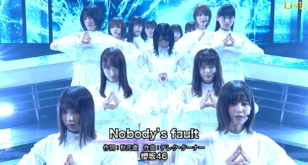 櫻坂46 Nobody's fault の両手櫻ポーズ ベストアーティスト2020