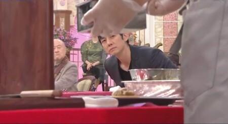 行列のできる法律相談所 西島秀俊が紹介したスイーツは? 調理工程をのぞき込む姿