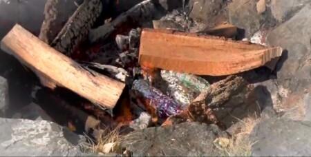 美味しい焼き芋の作り方は焚き火の端っこでアルミホイル巻き。焼き時間は1時間
