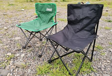 ダイソーキャンプギア 500円折りたたみキャンプ椅子とコールマン コンパクトクッションチェアの比較