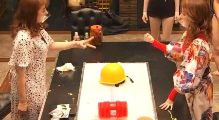 女子メンタル2 菊地亜美vsファーストサマーウイカ ガチ喧嘩叩いてかぶってジャンケンポンが面白い ジャンケン1回目