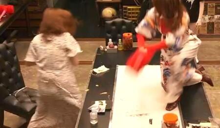 女子メンタル2 菊地亜美vsファーストサマーウイカ ガチ喧嘩叩いてかぶってジャンケンポンが面白い テーブルに上がるウイカ