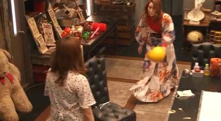 女子メンタル2 菊地亜美vsファーストサマーウイカ ガチ喧嘩叩いてかぶってジャンケンポンが面白い テーブルの周りを回る2人