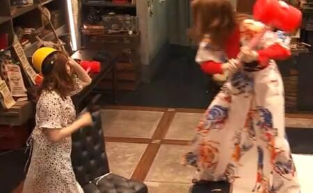 女子メンタル2 菊地亜美vsファーストサマーウイカ ガチ喧嘩叩いてかぶってジャンケンポンが面白い 上と下で睨み合う2人