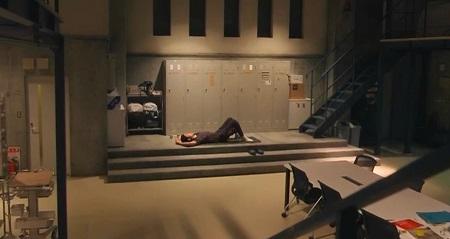TOKYO MER 喜多見チーフ(鈴木亮平)の筋肉&筋トレシーンまとめ 第10話 ヨガマットに横になる喜多見先生