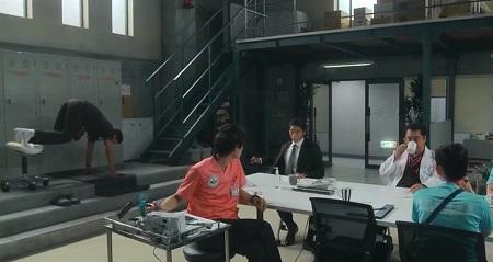 TOKYO MER 喜多見チーフ(鈴木亮平)の筋肉&筋トレシーンまとめ 第4話 TRXクランチ