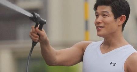 TOKYO MER 喜多見チーフ(鈴木亮平)の筋肉&筋トレシーンまとめ 第6話 洗車シーン