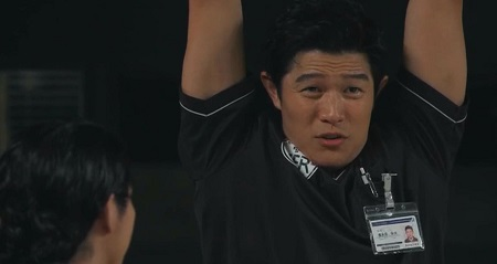 TOKYO MER 喜多見チーフ(鈴木亮平)の筋肉&筋トレシーンまとめ 第7話 拷問シーンに見える喜多見チーフ&音羽先生