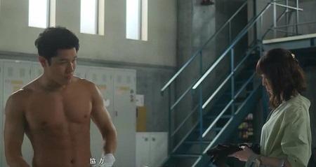 TOKYO MER 喜多見チーフ(鈴木亮平)の筋肉&筋トレシーンまとめ 第8話 涼香の前で脱衣シーン